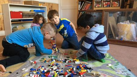 4kids-playing-lego